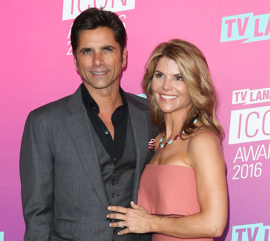 Aunt Becky just congratulated Uncle Jesse on his new baby in an Insta vid, and let's group hug https://t.co/4tdKl1cmni