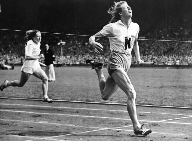 Great story...  In 1948, a 30-year-old Dutch mother of two shattered age and gender barriers at the #Olympics  https:// qz.com/1262248  &nbsp;    Today's Google Doodle is celebrating #FannyBlankersKoen on what would have been her 100th birthday. #rolemodels #heros #leaders #track #Believe<br>http://pic.twitter.com/0m64sF1HSi