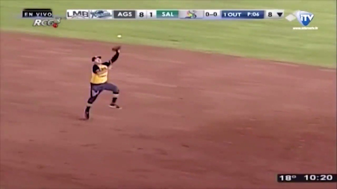 One of the craziest plays you'll ever see. ��  https://t.co/SNMAmaTTAL https://t.co/bT3zUeiINB
