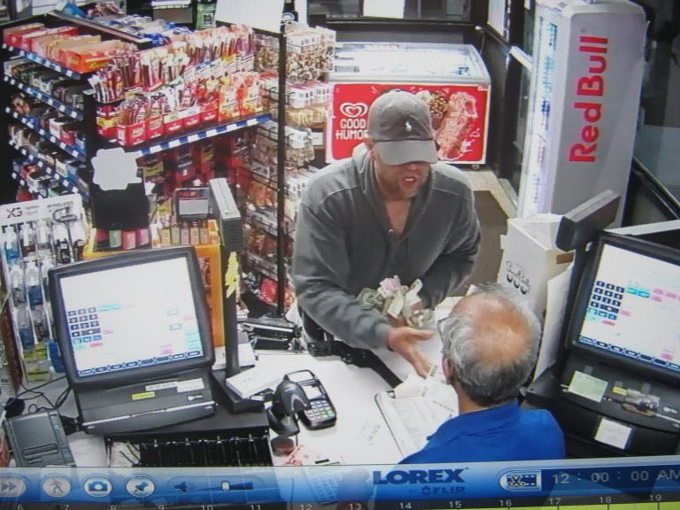 .@WestHartfordPD believe serial convenience store armed robber struck a 4th time this week, this time in #Newington on the Berlin Tokyo #westhartford #weha  https:// we-ha.com/west-hartford- police-convenience-store-armed-robber-strikes/ &nbsp; … <br>http://pic.twitter.com/nm3zRWOUyk