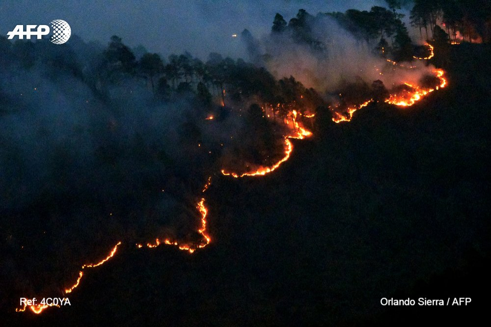 #Honduras. View of a fire forest in La Montanita, in the surroundings of Tegucigalpa. #AFPphoto by Orlando Sierra