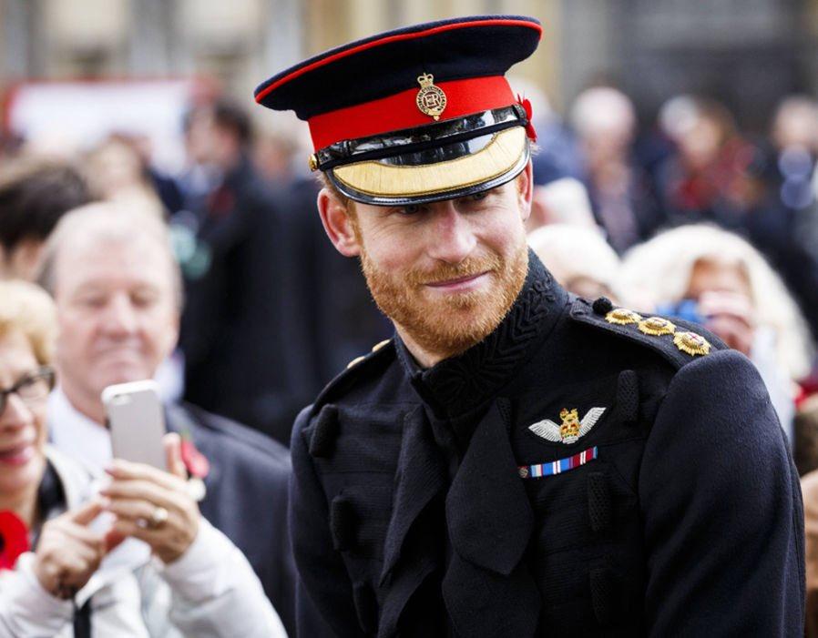 радостью поздравляем фото принца гарри в военной форме хранят