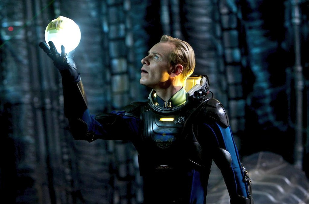 Its #ALIENDAY so what better way to celebrate than to appreciate the 2 best Androids (and imo the best character David ofcourse) of the  franchise!  #David8 and #Walter portrayed by the spectacular extraordinary  #MichaelFassbender #AlienCovenant #Prometheus <br>http://pic.twitter.com/Jc1HnK4UHb