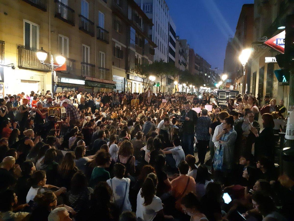 Sentada delante del Ministerio de Justicia. Madrid, con los ojos de @JoselrMarin