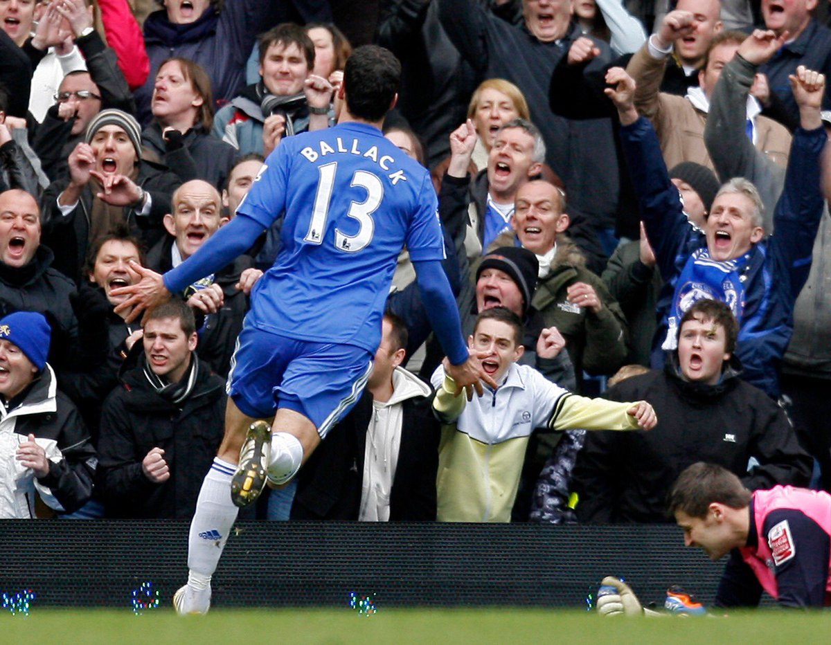 Want to see me play again at #StamfordBridge ?  When? 18 May at 19:45!   What? #Chelsea #Legends game  How?  Press this link to buy tickets:  http:// che.lc/ballack  &nbsp;     See you there!     : @ChelseaFC<br>http://pic.twitter.com/mCimOyhltm