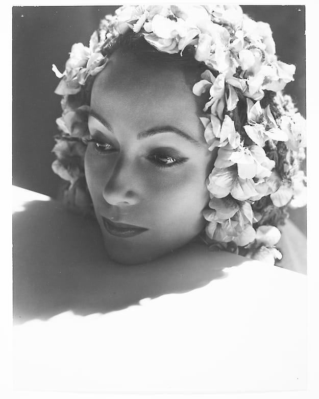 Si può essere padroni di ciò che si fa,  ma mai di ciò che si prova. #GustaveFlaubert  (ph. Dolores Del Rio by George Hoyningen-Huene, 1930)  #SeGuardassi @LetturArte @CasaLettori @RitaGodino @TWs_Laura @Antonio__Giusti @coenesqued @SilentRevue @LaurasMiscMovie @lecinema_