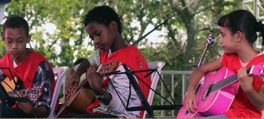 Nesta sexta-feira (27/4), evento na @fiocruz debate educação musical e territórios saudáveis em favelas https://t.co/s49i85niQa
