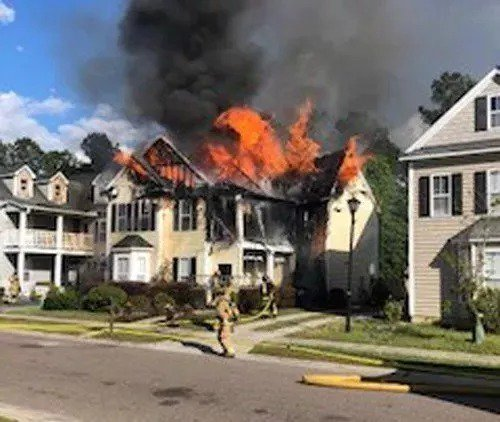 Brothers, family dog escape fire that destroyed Summerville home https://t.co/ofgzY09InA #CHSnews