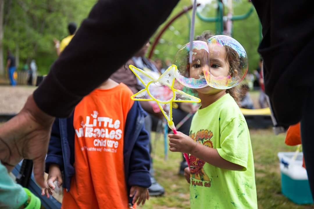 Zeila Caroline puts on a set of bubble glasses at Thursday's Play Daze at San-Lee Park.  To see more of photos of the event, check out our 'Sanford Scene' page in Sunday's Herald or view our online gallery at https://t.co/o7Dwa4K3OC.  #bubblesfordaze