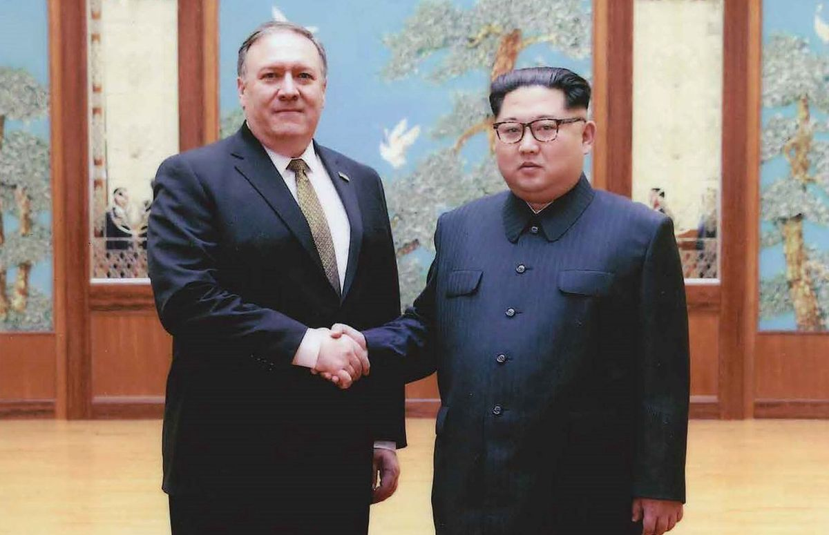White House releases photos of Pompeo shaking hands with Kim Jong Un https://t.co/yISpO4sgpG https://t.co/2iCrWo6rNs