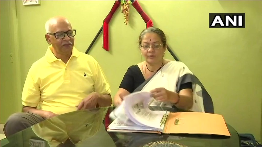 Couple in Pune has sold all their jewellery to construct an oxygen-generation plant for soldiers in Siachen. They say, 'the oxygen level is very low there & so an oxygen plant is needed. We decided to set it up as it's our duty  to do something to help our soldiers' #Maharashtra