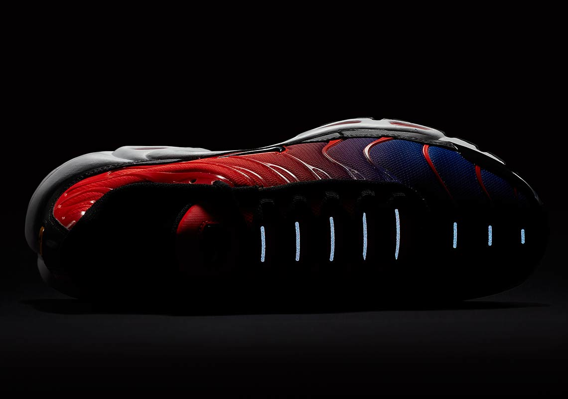4781b15ddeb81 ... authentic take a look at the new eye grabbing nike air max plus gradient  7928c 98bfd
