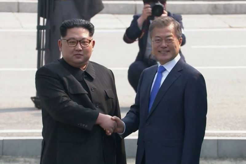 NEW: 北朝鮮の金正恩委員長が分断後初めて韓国側入り-文大統領と会談へ  #南北首脳会談 #南北会談 https://t.co/8ykVvUGnRL