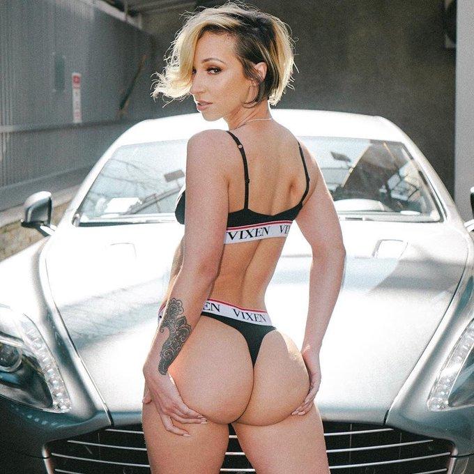 Our newest #vixenangel @jadastevens420 feeling quite cheeky! ♥️🍰 https://t.co/lcTQLHRcBl