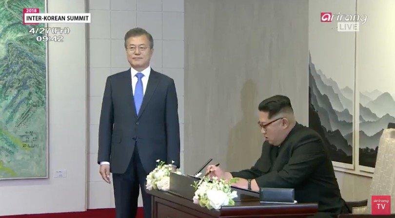 Une «histoire nouvelle commence maintenant», écrit Kim Jong Un dans le livre d'or.