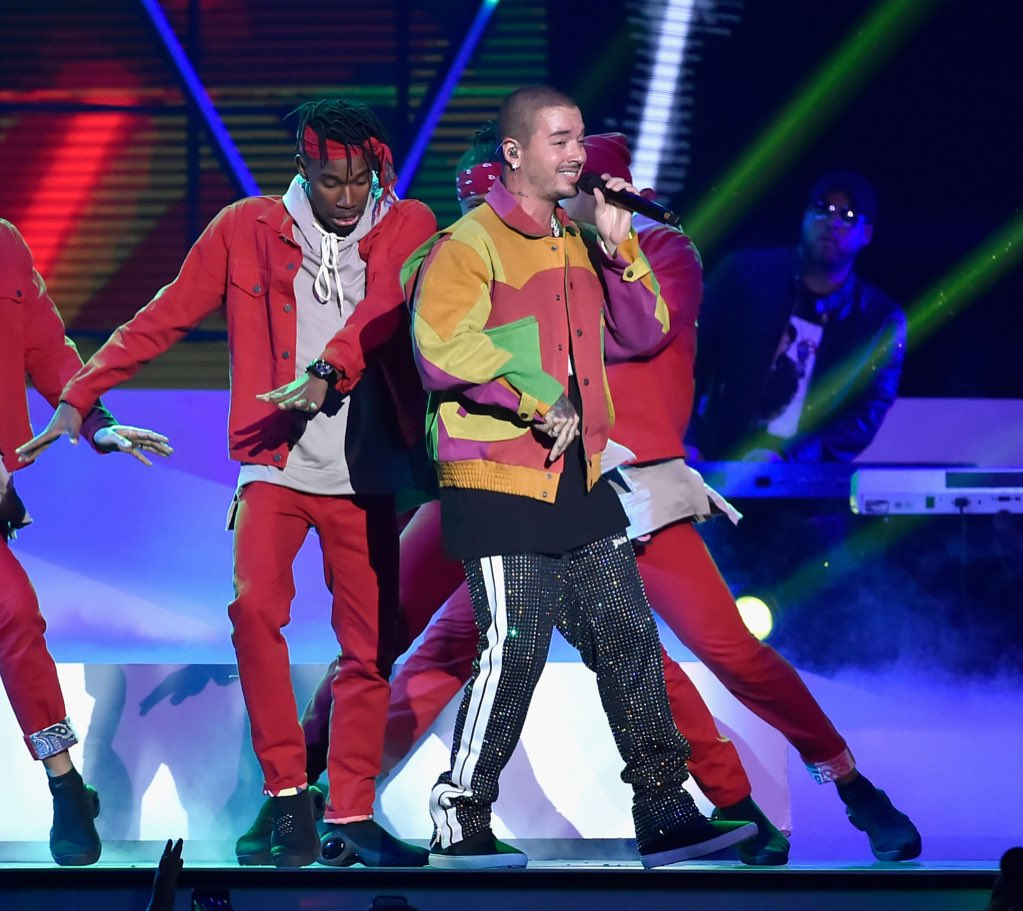 Congrats @JBALVIN! He performed his hit #Ahora at tonight&#39;s @LatinBillboards + his collab #MiGente w/ @willy_william + #Beyoncé just won for Latin Rhythm Song of the Year!  #Billboards2018<br>http://pic.twitter.com/JIP9aD67W7