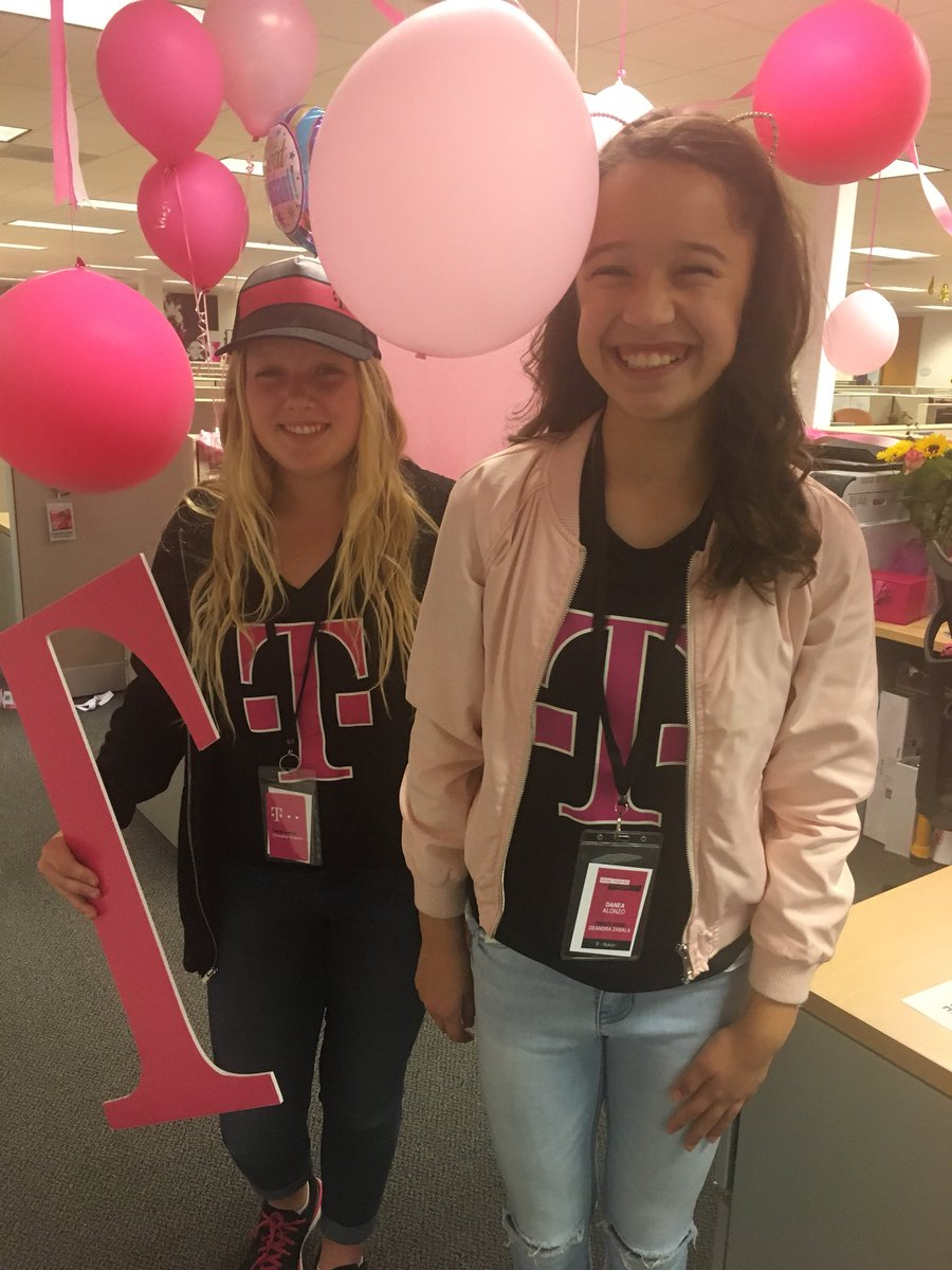 So much fun bringing these two together @AllieAndersenHB  future T-Mobile Leaders #CEO #CFO<br>http://pic.twitter.com/UgYfDC8oJs