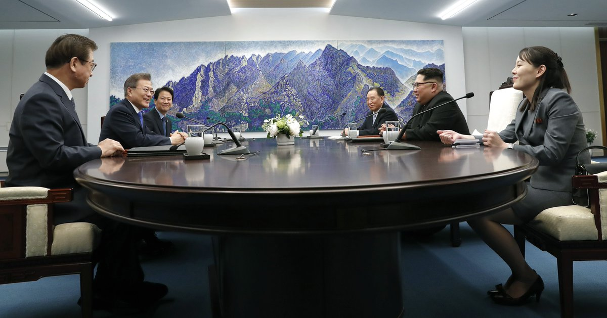 Moon asked Kim when he would be able to go to the North, and Kim said 'do you want to come now?,' according to South Korea's presidential spokesperson Yoon Young-chan https://t.co/qERVrxSiJO  #InterKoreanSummit