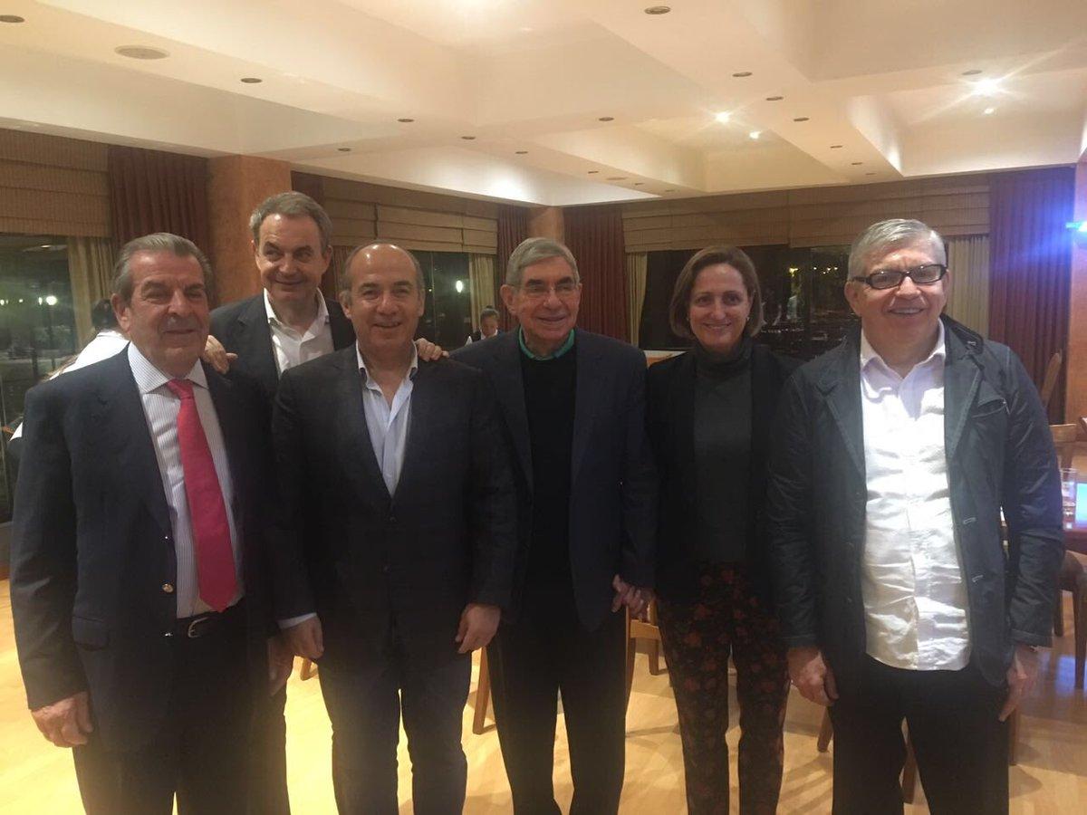 Con mis colegas y amigos expresidentes, Eduardo Frei (Chile), José Luis Rodríguez Zapatero (España), Óscar Arias (CostaRica) y César Gaviria (Colombia), reunidos en Cuenca, Ecuador, en la Cumbre Mundial de Regiones sobre Seguridad y Soberanía Alimentaria.