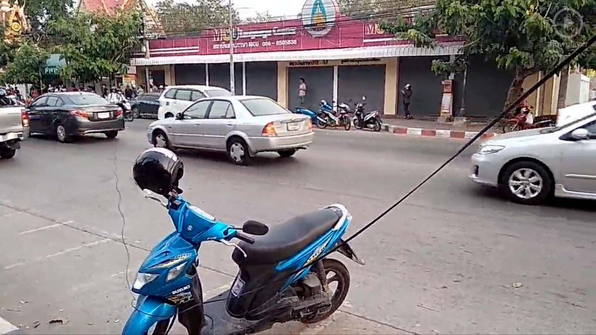 Female motorcyclist's throat slit by low-hanging cable in #Thailand  http:// str.sg/oGnq  &nbsp;  <br>http://pic.twitter.com/GdEZRXJfRH