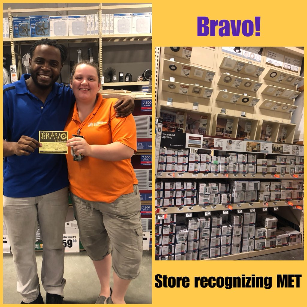 Marcus DH of electrical taking time to recognize Brooke for her consistency in great service, thank you Marcus for the recognition and thank you Brooke for all that you do! #METSTORE6322NIGHTS