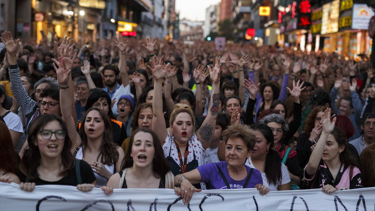 Thousands protest in #Spain over Pamplona gang rape acquittal https://t.co/BWQ8OAn3ng