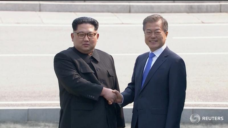 Smiles and long handshakes mark start of summit between leaders of the two Koreas https://t.co/tkQDg4DxmZ by Christine Kim @joshjonsmith #KoreaSummit