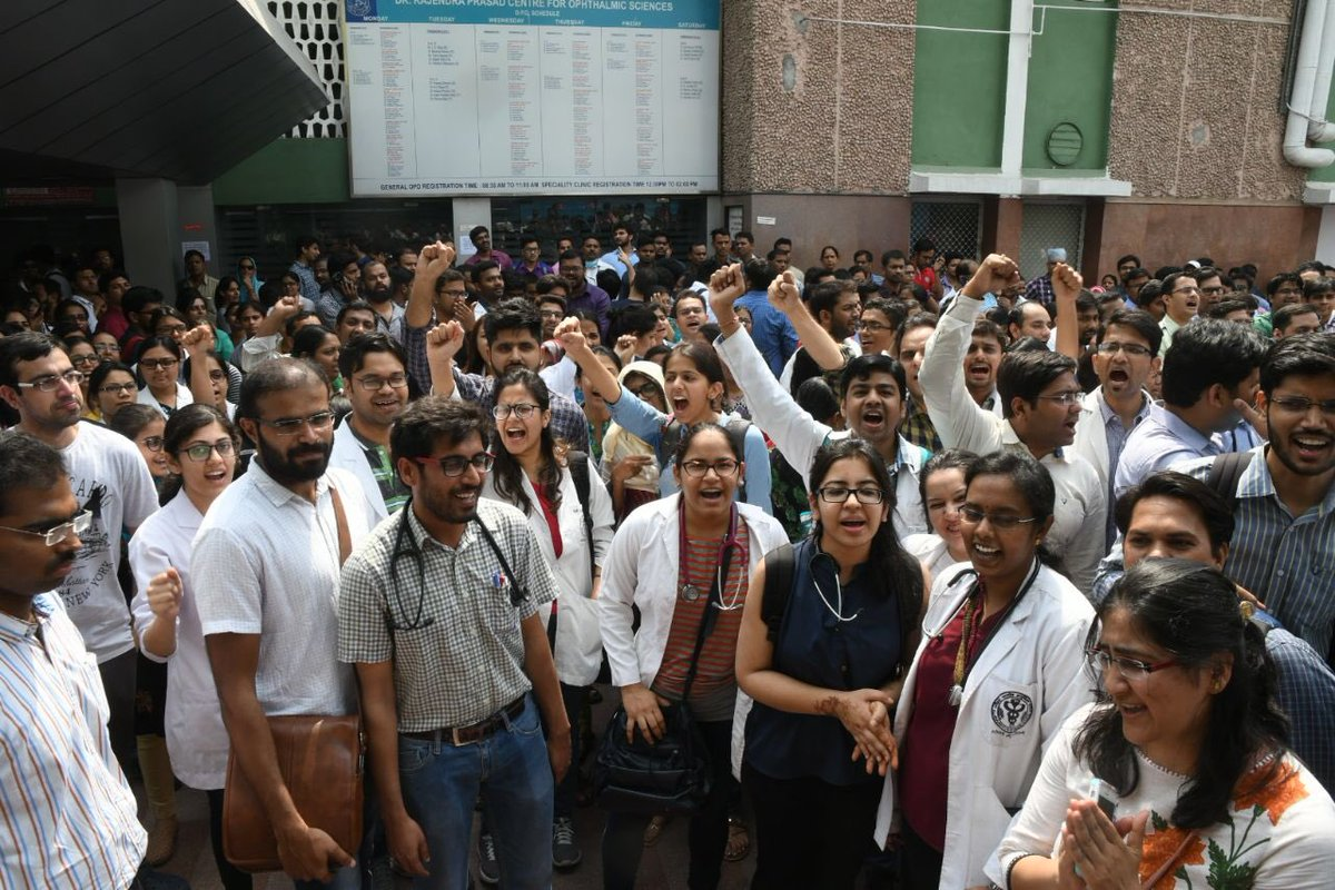 Scenes from AIIMS where a strike by resident doctors is on. Pics @sandeep662003 @the_hindu
