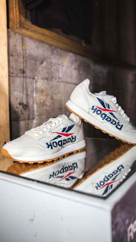 Live from the ATL.  Reebok 3 AM Atlanta Available Now Online and In Select  Stores! http   bit.ly 2vVBvgS pic.twitter.com OcExlw2ZN1. 7 13 AM - 27 Apr  2018 051dccfc3