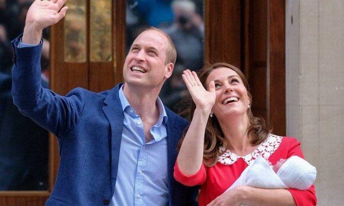 Príncipe William e Kate Middleton batizam novo bebê de Louis Arthur Charles. https://t.co/STF5WMmWIZ