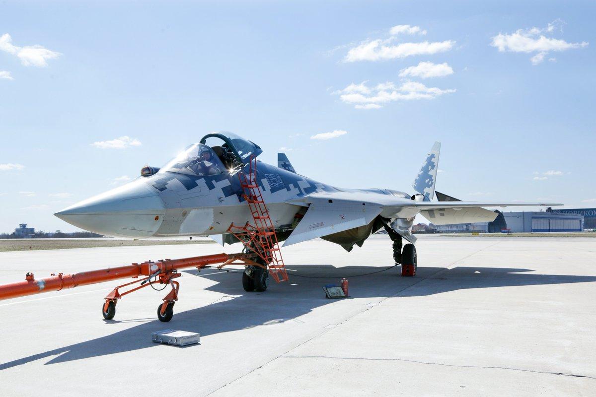 مقاتله Sukhoi T-50 PAK FA سيتغير اسمها الى Su-57  - صفحة 3 DbyPOLAW0AEDk2i