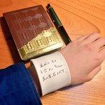 忘れんぼさんに超朗報!! 腕に巻いて書けるメモがめちゃくちゃ便利!