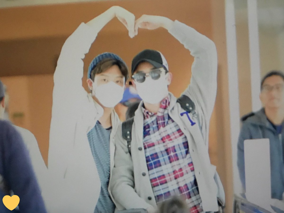 [ F.Cuz] YeJun  &JinOn  Aeropuerto PRE : 180427 HND DbzpWt5VMAE3lyX