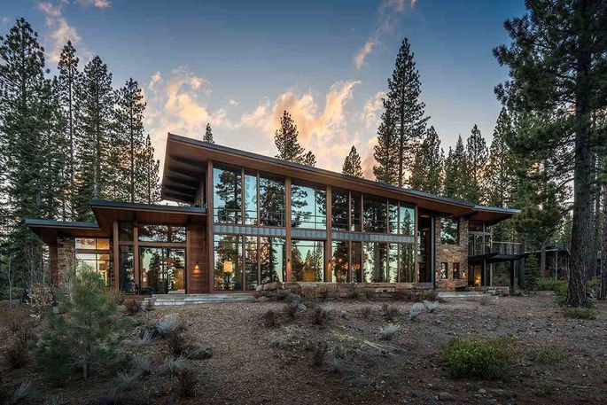 Eddy Cue Selling His Gorgeous Vacation Home Near Lake Tahoe for $12 Million  https://www. macrumors.com/2018/05/10/edd y-cue-selling-vacation-home-lake-tahoe/ &nbsp; …  by @rsgnl<br>http://pic.twitter.com/31R03ZDkFr