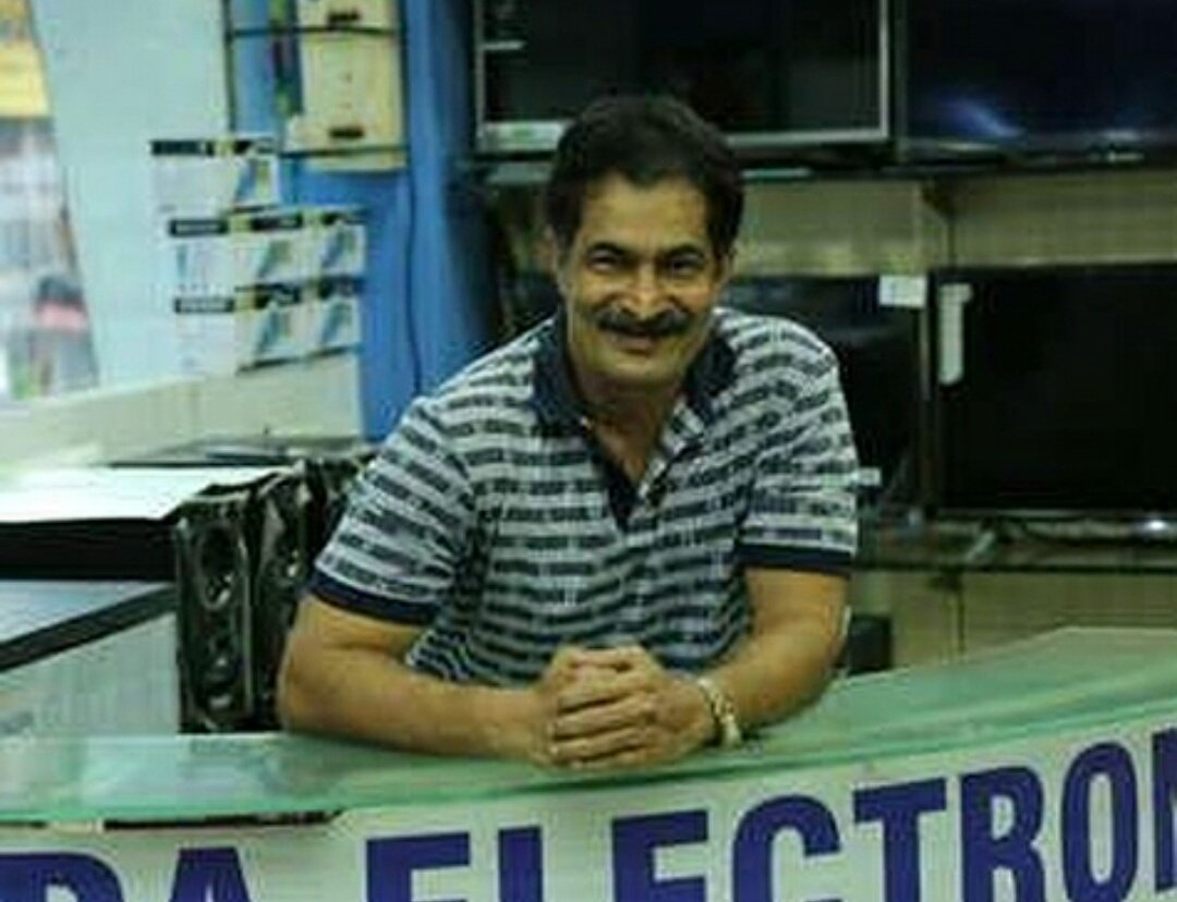 """TMKOC FC on Twitter: """"#Repost @teamdilipjoshi The real owner of 'consumer  shoppe' Gada electronics was named as consumer shoppee but after the makers  decided to show this shop in their serial they"""