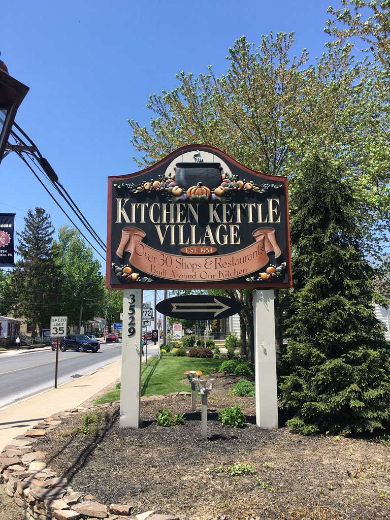 From yesterday👇🏼 Kitchen Kettle Village is a must-see in the area of the Amish Country ☺️ So many cute shops & lots of ahhhmazing coffee shops / cafes 😍🙌🏼☕️