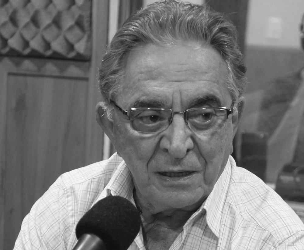 O Sport Club Internacional lamenta, com profundo pesar, o falecimento do ex-presidente do Grêmio Fábio André Koff. Em solidariedade à família, a amigos e à torcida gremista, a bandeira do Internacional ficará a meio mastro. Confira: https://t.co/pCuIRHwJZ8