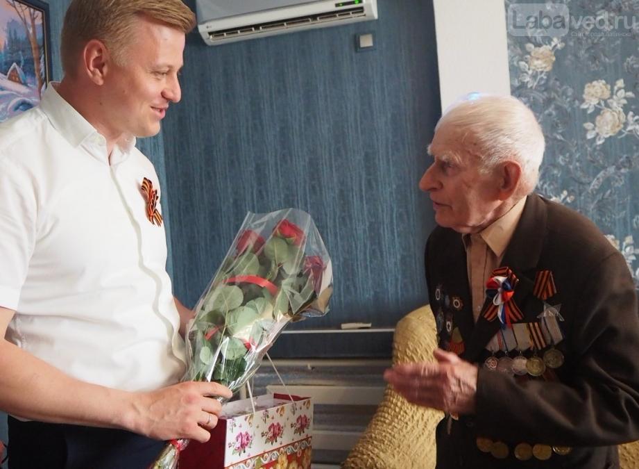 правило, глава поздравил ветеранов на дому напрягает, что кто-то