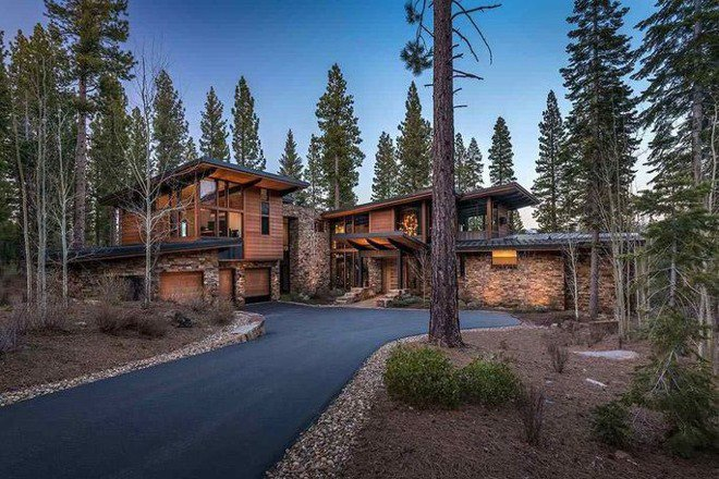 #Apple VP Eddy @cue puts Lake Tahoe vacation home on sale for $11.9M  https:// appleinsider.com/articles/18/05 /10/apple-vp-eddy-cue-puts-lake-tahoe-vacation-home-on-sale-for-119m &nbsp; … <br>http://pic.twitter.com/vNmKKCQEDu