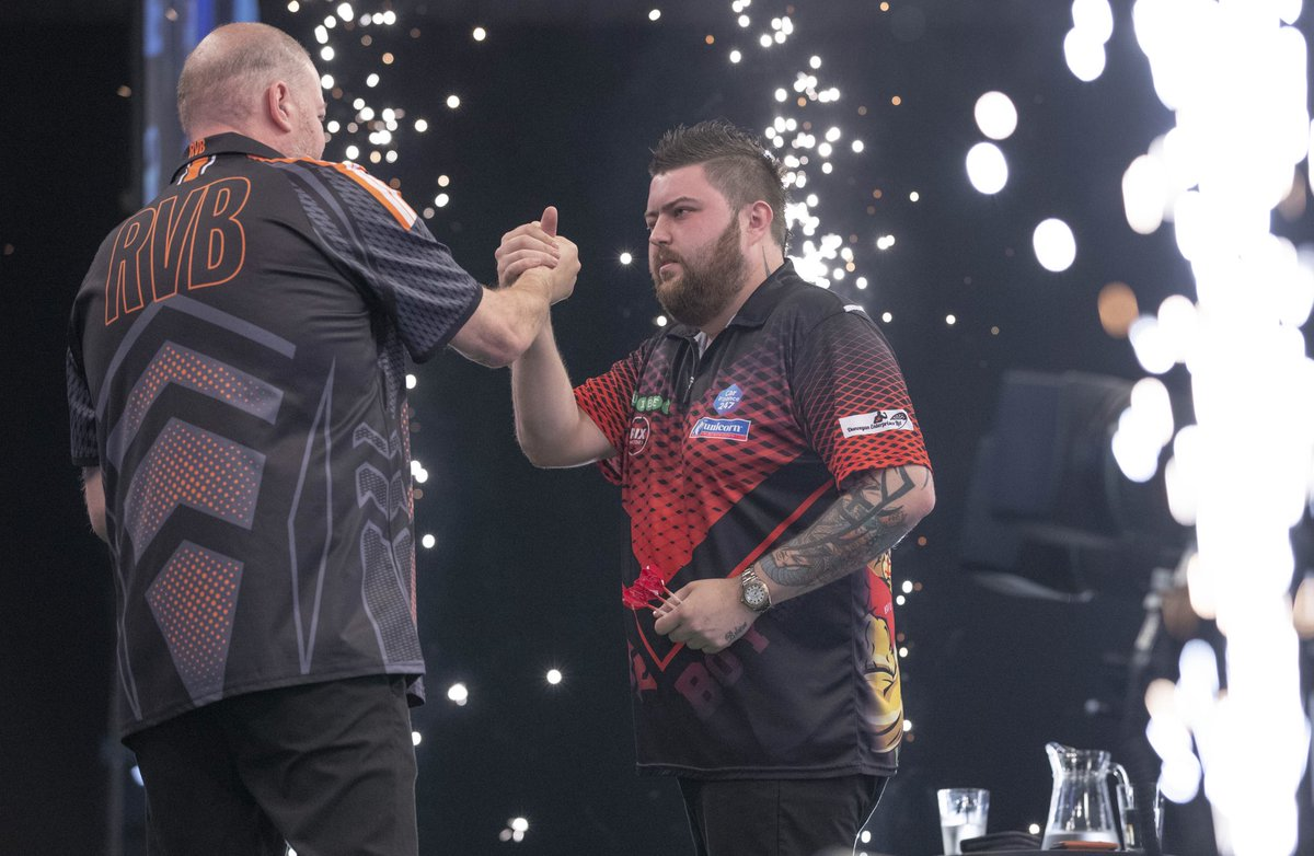 First of all I want to congratulate @BullyBoy180 with reaching the Final4! I want to thank : @OfficialPDC @BarryHearn @SkySportsDarts @unibet for giving me the chance to play in the Premier League !! My Sponsors, and all of the Barney Army for their support all these weeks ❤️