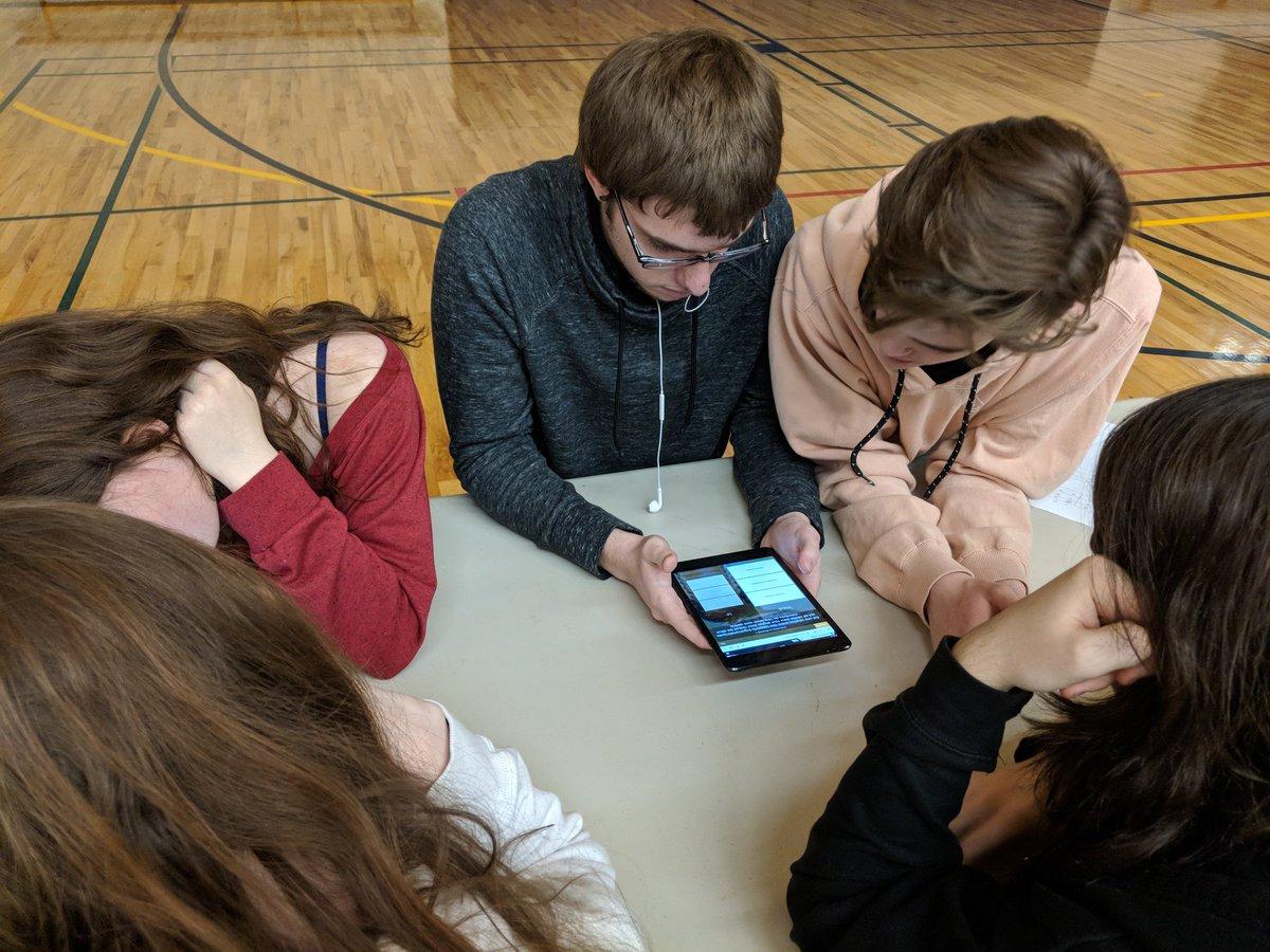 #MCF3M et #MCR3U   Une activité interactive et engageante pour les cours de mathématiques! Les élèves d'@Xavier_Sarnia ont collaboré ensemble afin de résoudre des problèmes en intégrant la technologie! @CscProvidence @GmcLussierP @Nisrinezaidan