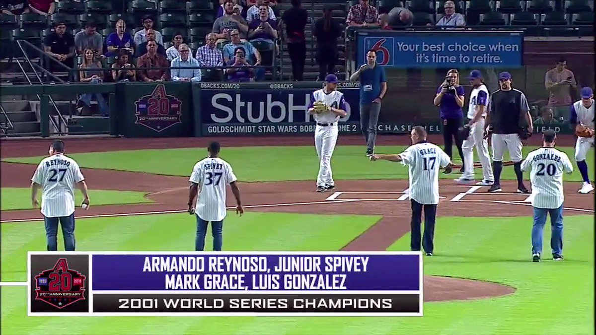 8a4559a10 ... Mark Grace, @juniorspivey, and Armando Reynoso returned to Chase Field  for tonight's #DbacksTBT first pitch as we celebrate their legendary 2001  team.