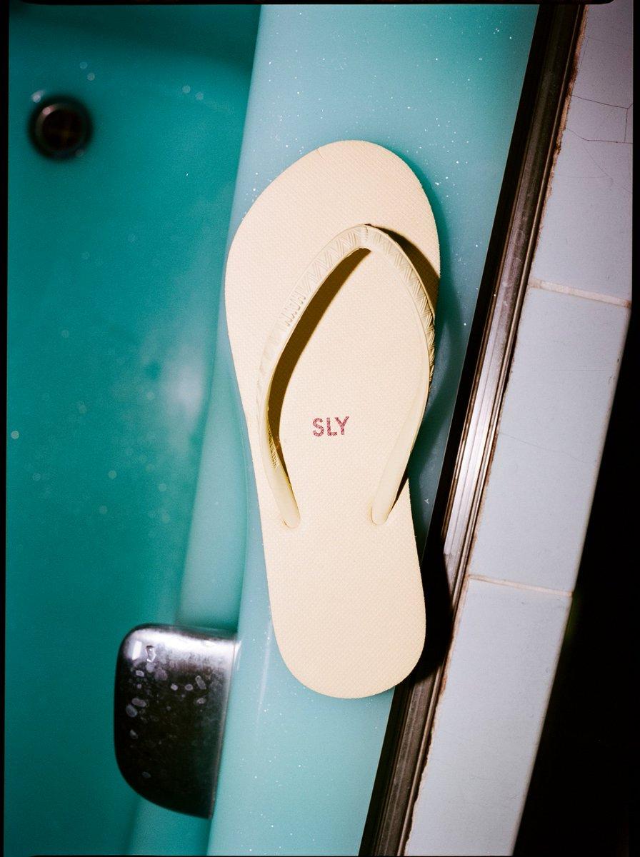 b8eccd6e467 ... らしさを加えた『HYAN』のビーチサンダル。 本格的なシーズンが訪れる前に足元から夏色に!  shelttervcにて販売中 SLY pic.twitter.com oI4eeHnWV2