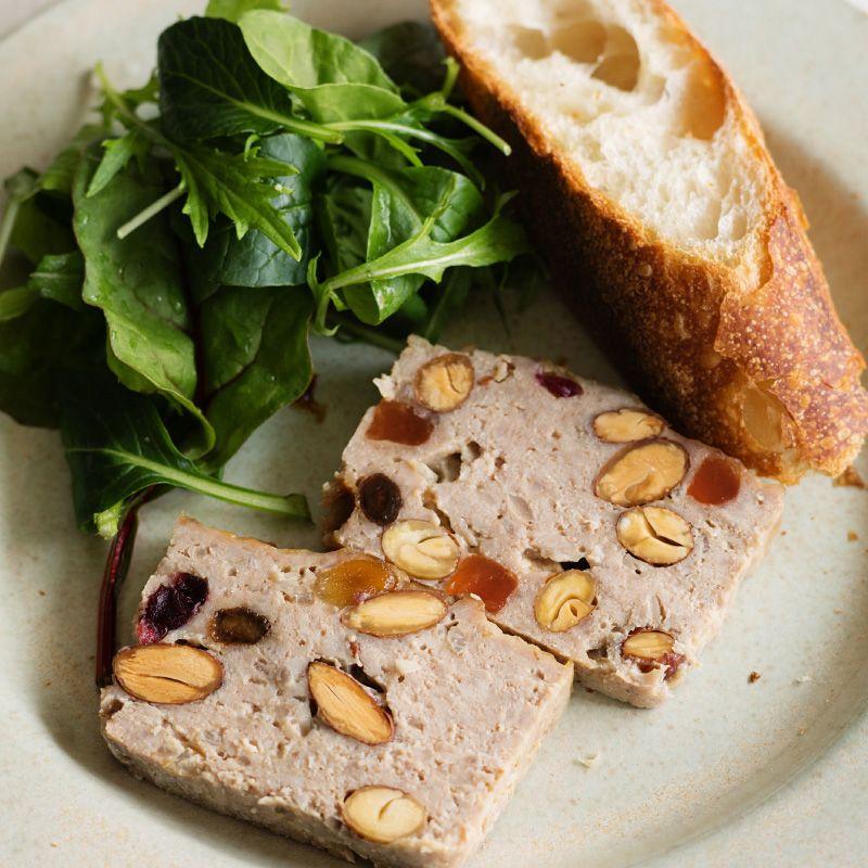 今回のレシピは、「ドライフルーツのミートパテ」。ワインやパンと合わせればいつもとは違う楽しい食卓のできあがり。◎詳しくはこちら:https://muji.lu/2rzxfij  ...