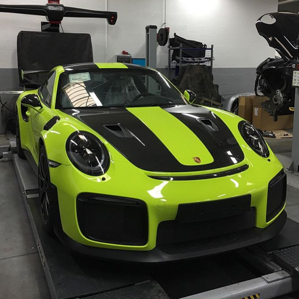 Zero2turbo Com On Twitter The Want For An Acid Green Porsche 911 Gt2 Rs Is So Damn Real