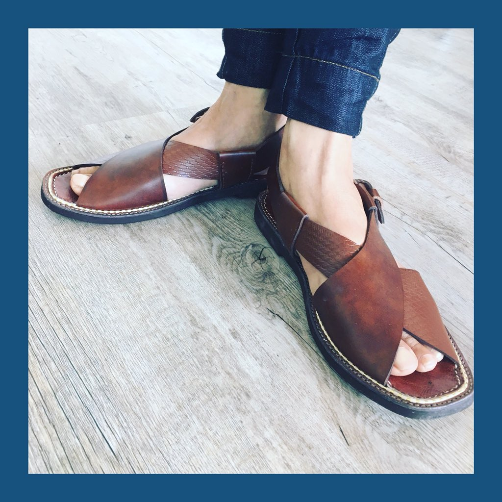 Handmade brown leather sandals.  Rubber soles and gold stitching #EthicalFashion https://t.co/fGPtGTVwoe