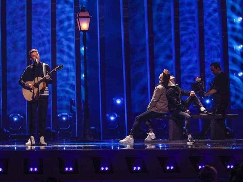 China pierde los derechos de Eurovisión por censurar contenido LGTB+ y la UER prohíbe las banderas en la 2asemifinal estoybailando.com/china-pierde-l…