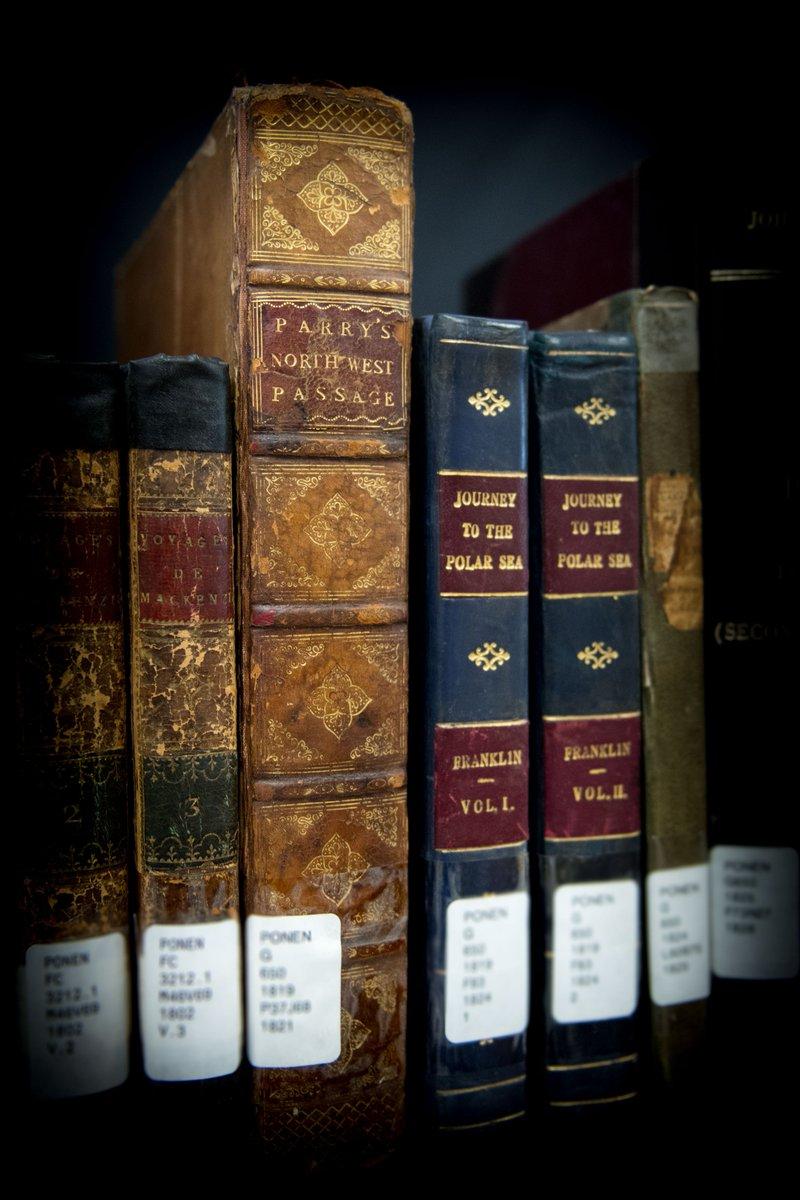 3382e933bc Reliures de livres des récits d'expéditions dans l'Arctique et la mer  Polaire
