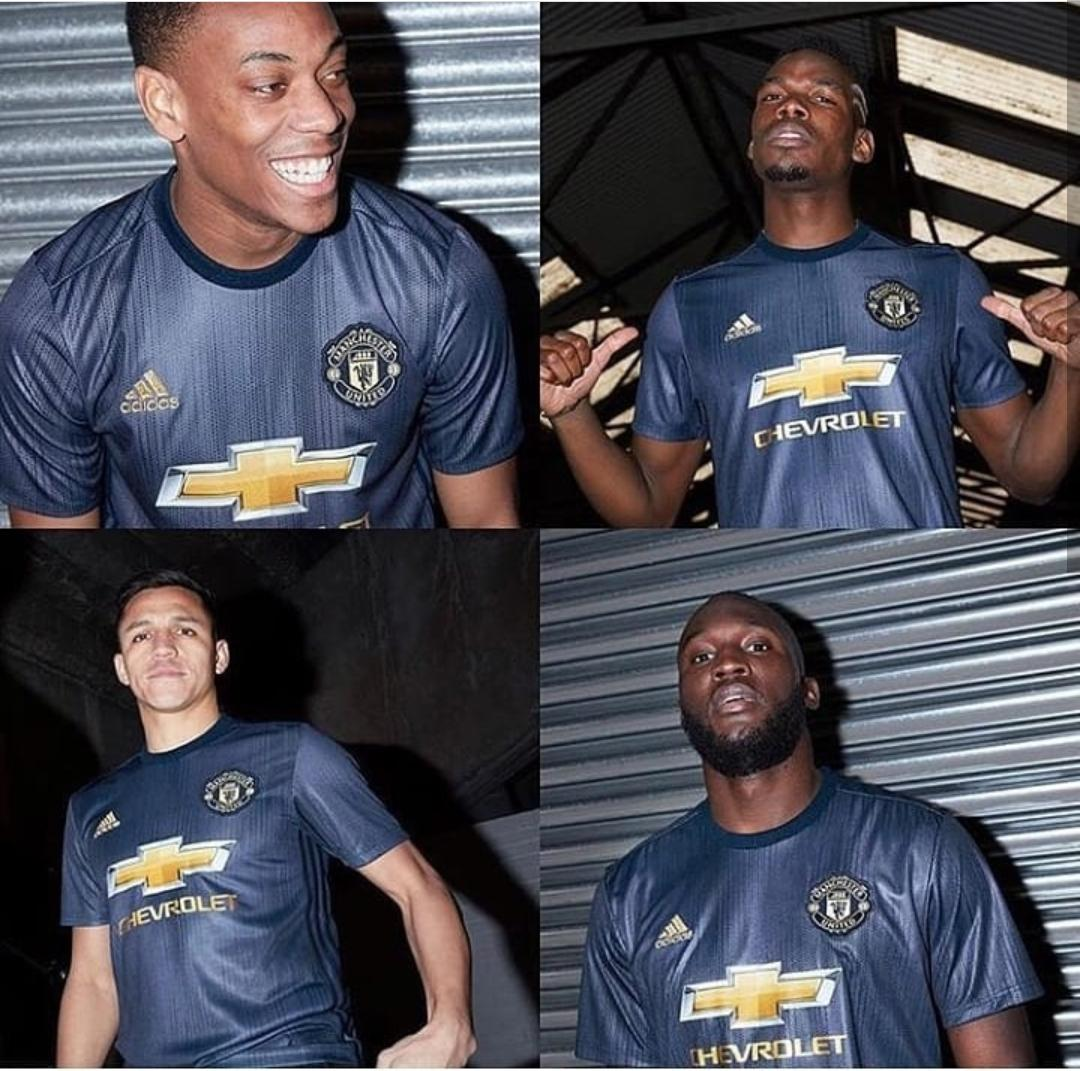 Official: Manchester United unveil new 3rd kit for 2018/19 season. https://t.co/9QX8M7z7Rm