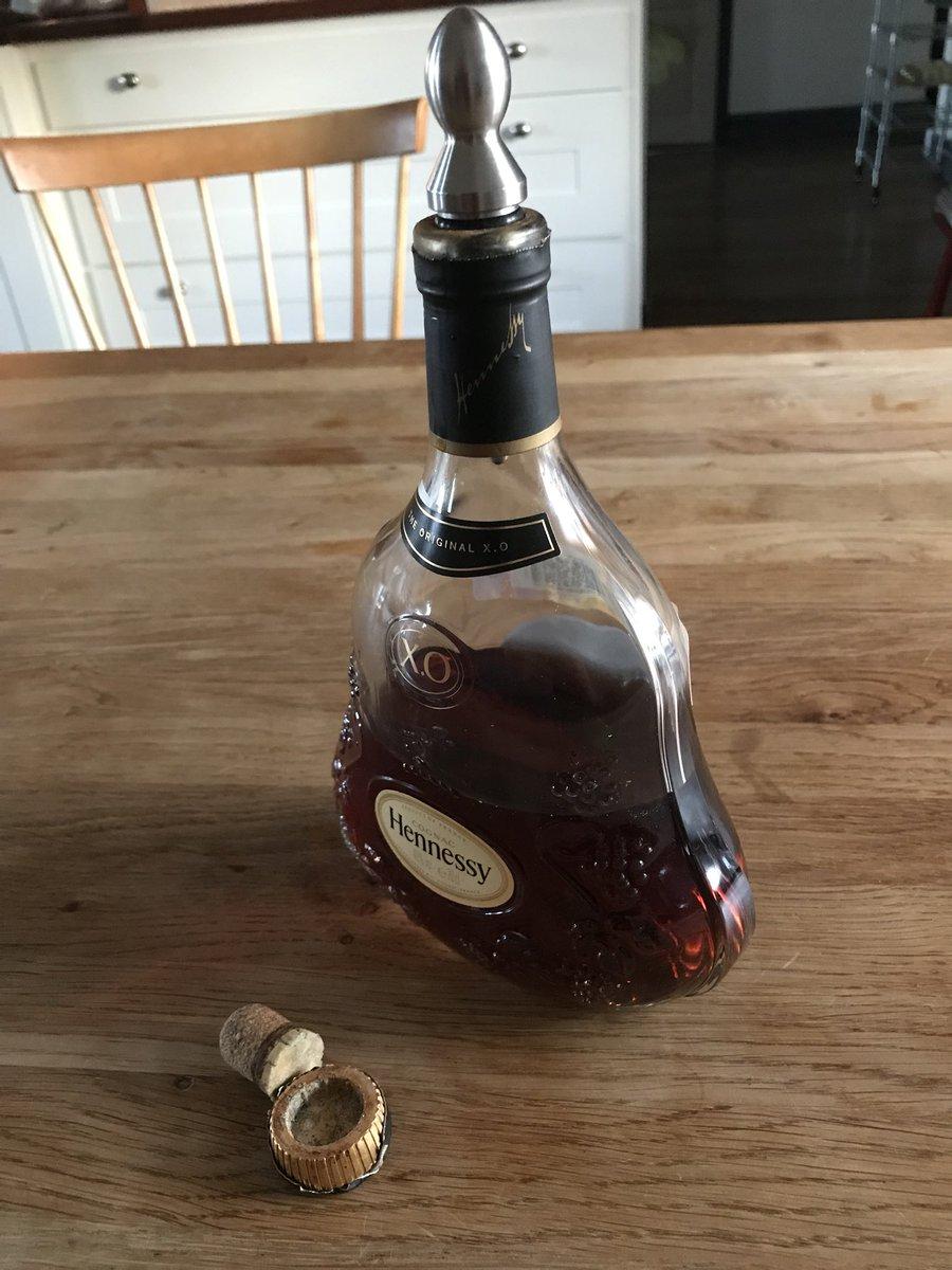 как картинки бутылки коньяка на столе часть фотографий это
